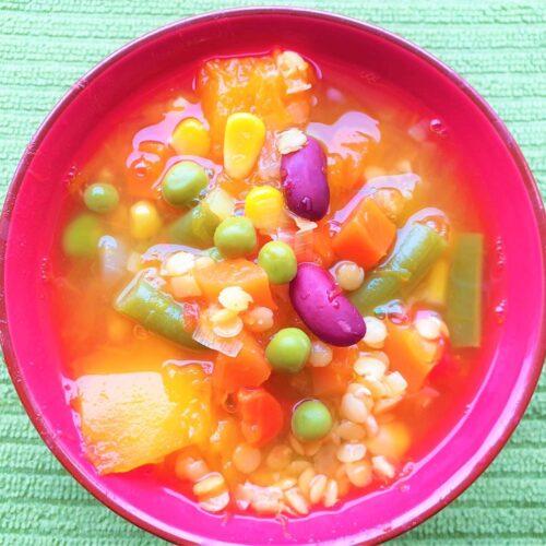 sriuba-su-jautienos-sultiniu-ir-darzovėmis
